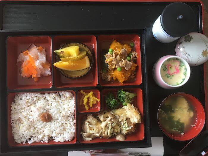 woman giving birth in japan shows amazing hospital food 7 (1)