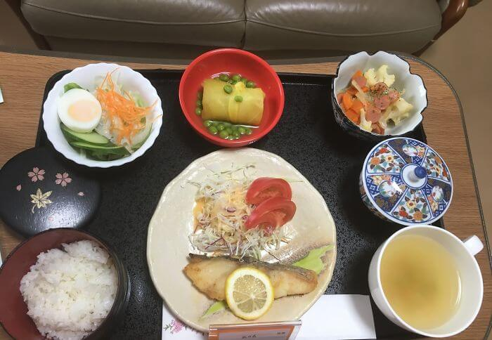 woman giving birth in japan shows amazing hospital food 8 (1)