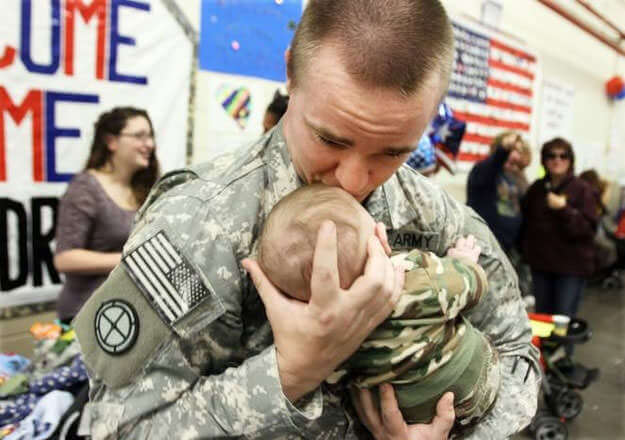 Touching images Of Soldiers Returning Home From War 10 (1)