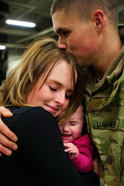 Touching Photos Of Soldiers coming Home From War 14 (1)