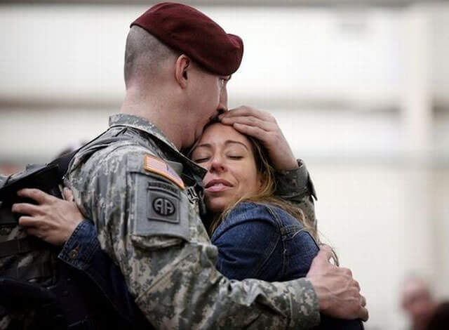 Touching Photos Of Soldiers coming Home From War 20 (1)