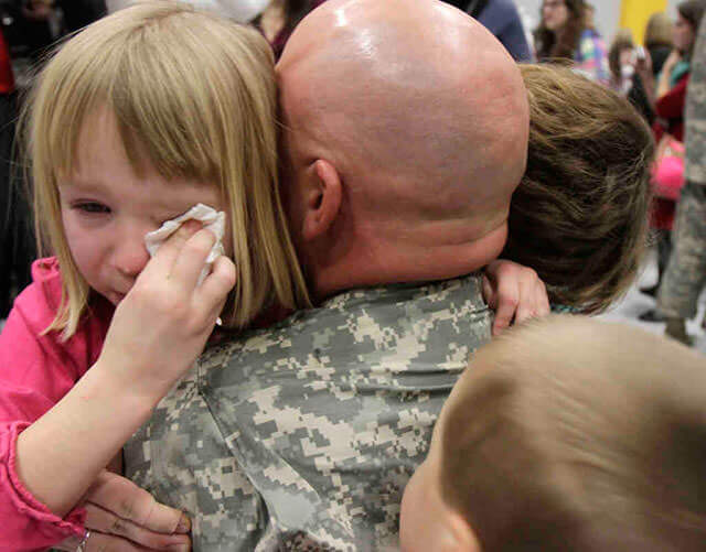 Touching Photos Of Soldiers coming Home From War 21 (1)