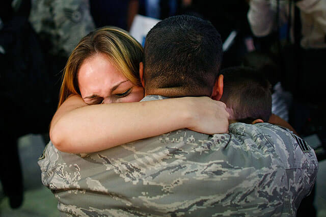 Touching images Of Soldiers Returning Home From War 8 (1)