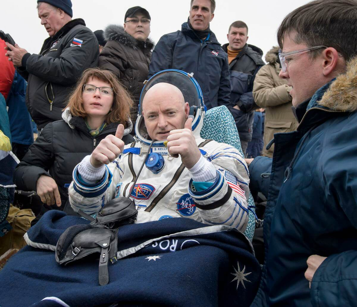 astronaut Scott Kelly's first moments on Earth after a year in space 1 (1)