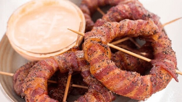 bacon wrapped onion rings feat (1)