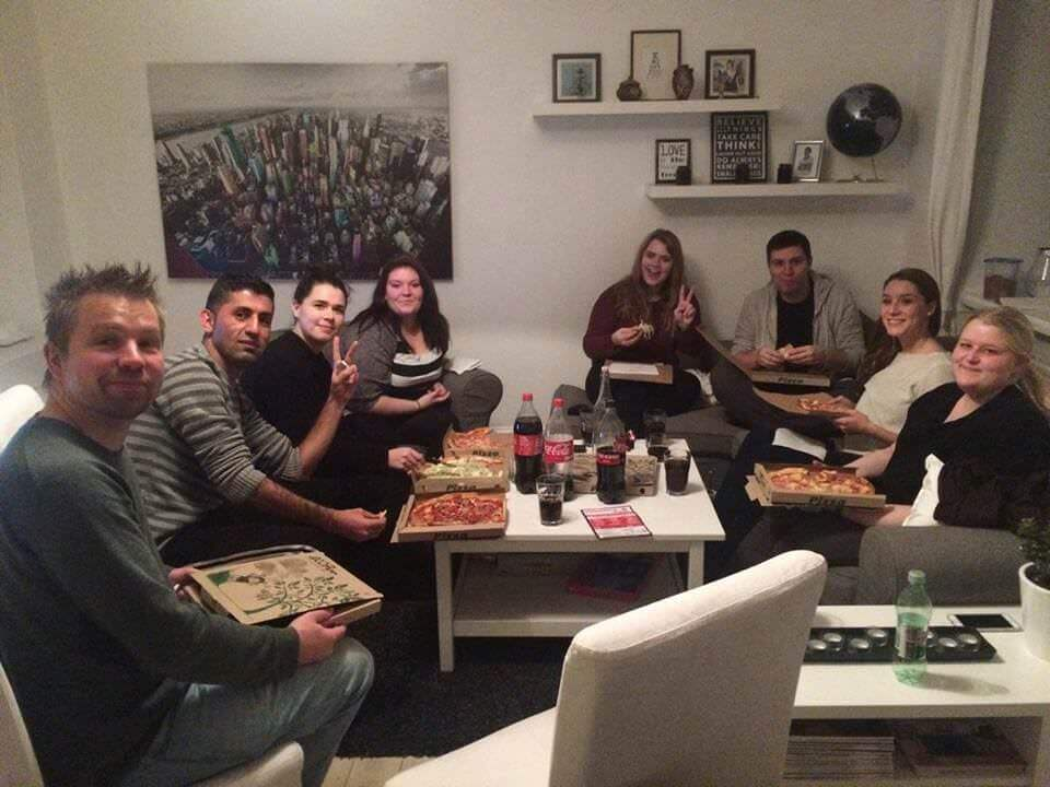 guy invites 100 strangers to his flat 1 (1)