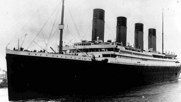 rare photos of the titanic feat (1) (1)