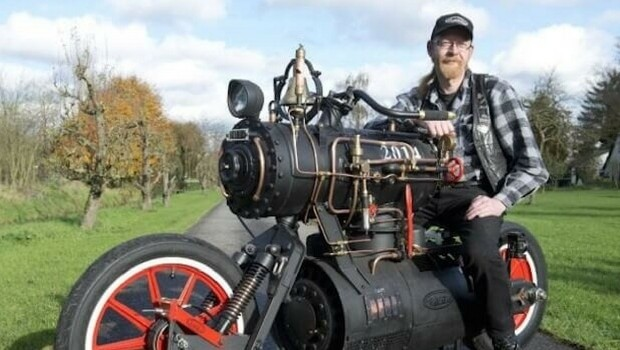 steam powered motorcycle feat (1)