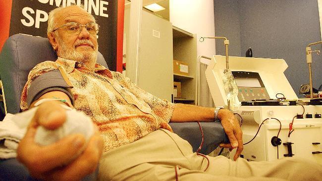 james harrison donating blood 1 (1)