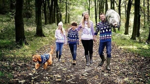 matching christmas sweater feat (1)