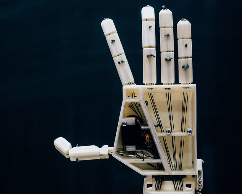 robotic arm that can translate speech into sign language 2 (1)