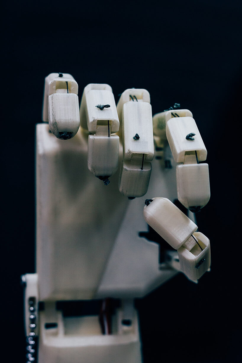 robotic arm that can translate speech into sign language 3 (1)