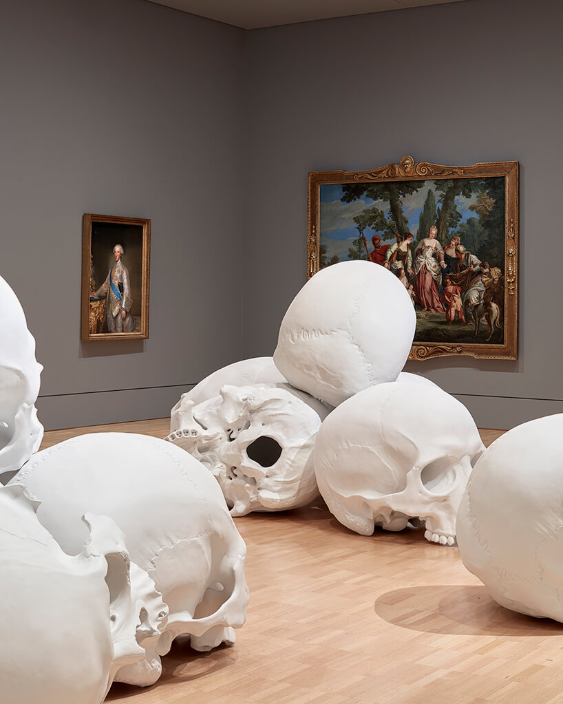 ron mueck huge skulls 11 (1)