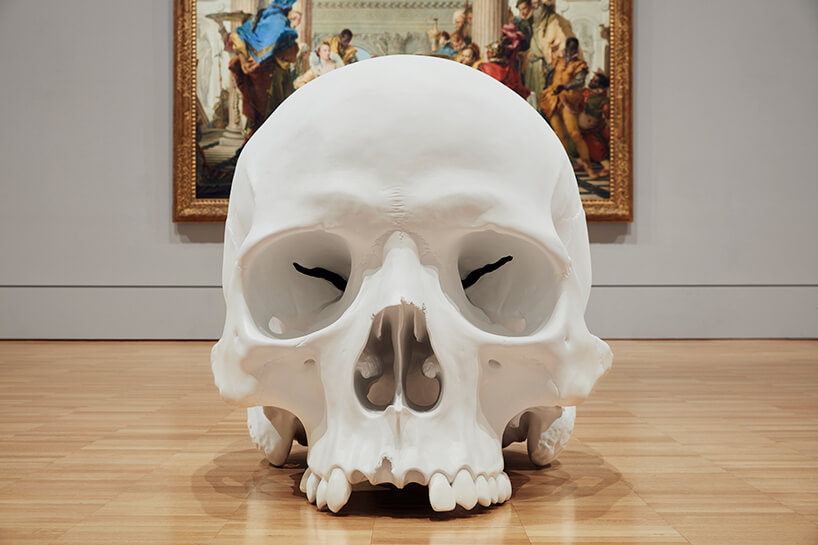 ron mueck huge skulls 13 (1)