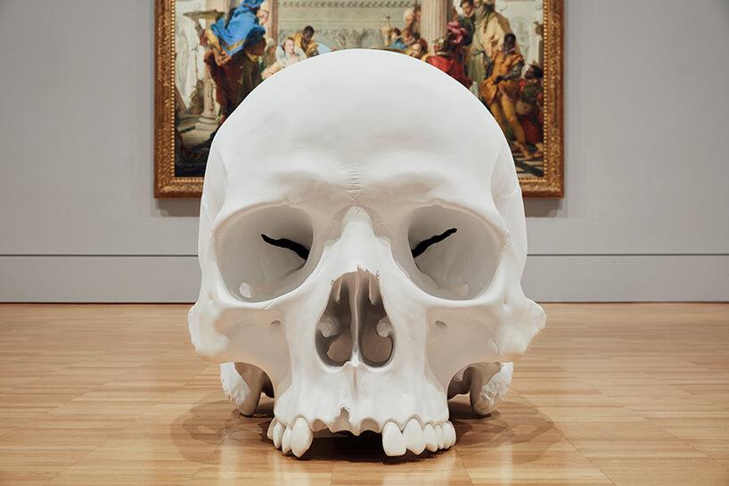 ron mueck huge skulls 13 (1)