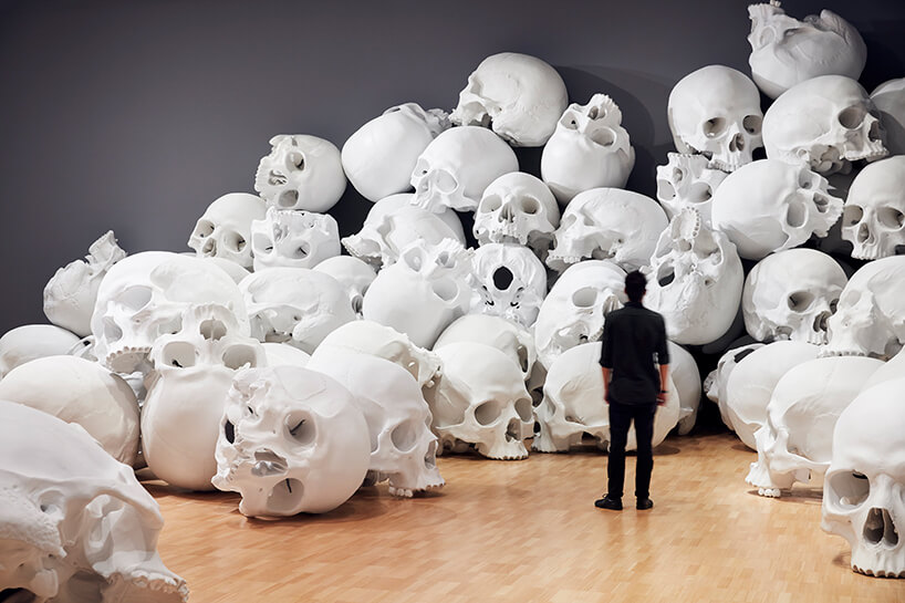 ron mueck huge skulls 2 (1)
