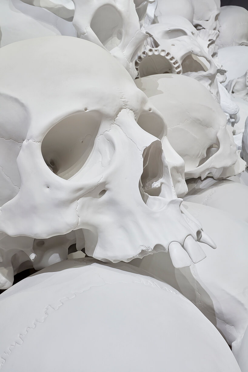 ron mueck huge skulls 6 (1)