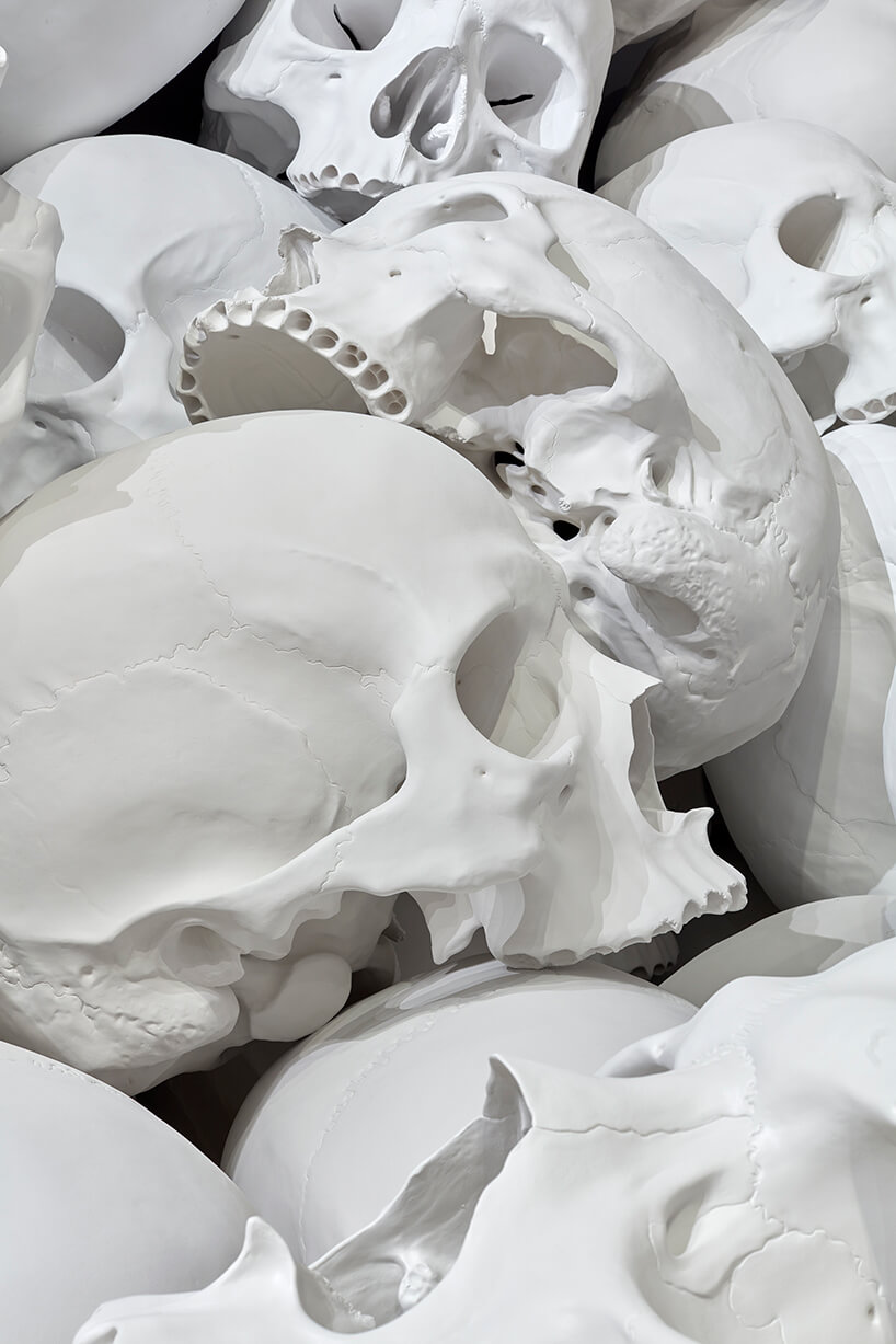 ron mueck huge skulls 7 (1)