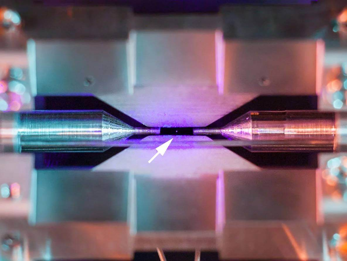 Picture of a Single Atom 2 (1)