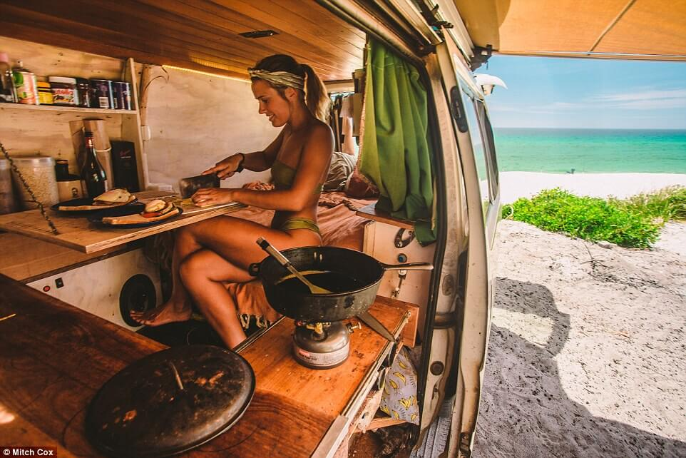 couple travel 100000 kilometers in australia with a van 4 (1)