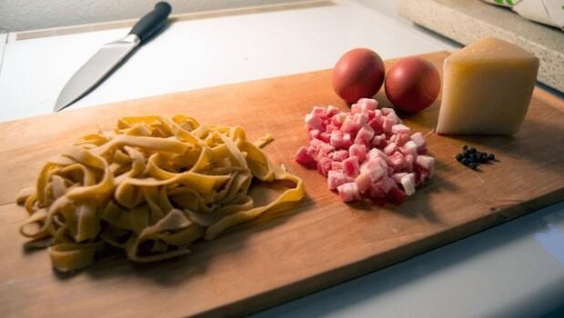 easy pasta carbonara recipe feat (1)