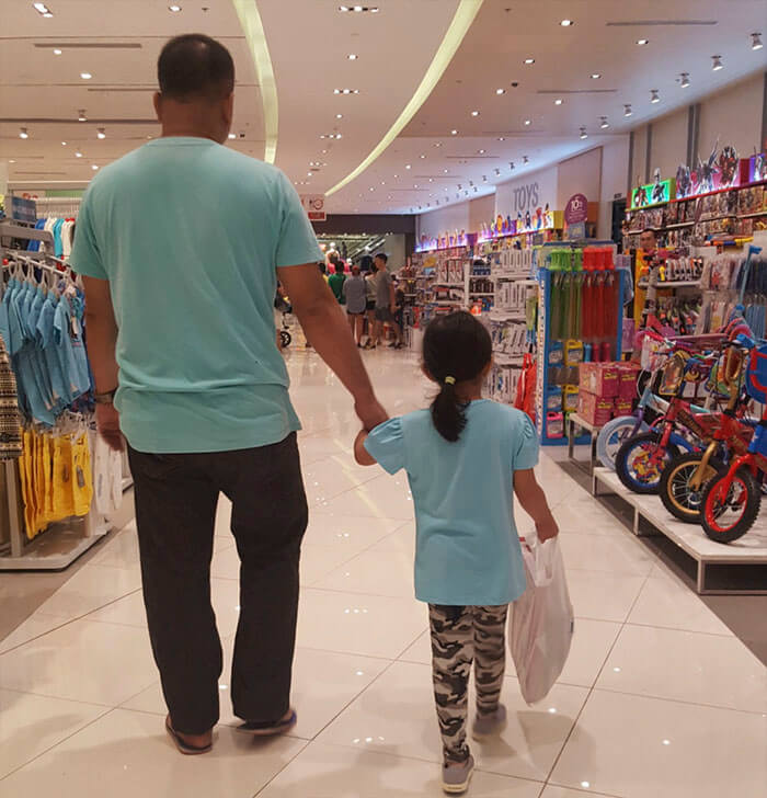 father daughter holding hands pics 10 (1)
