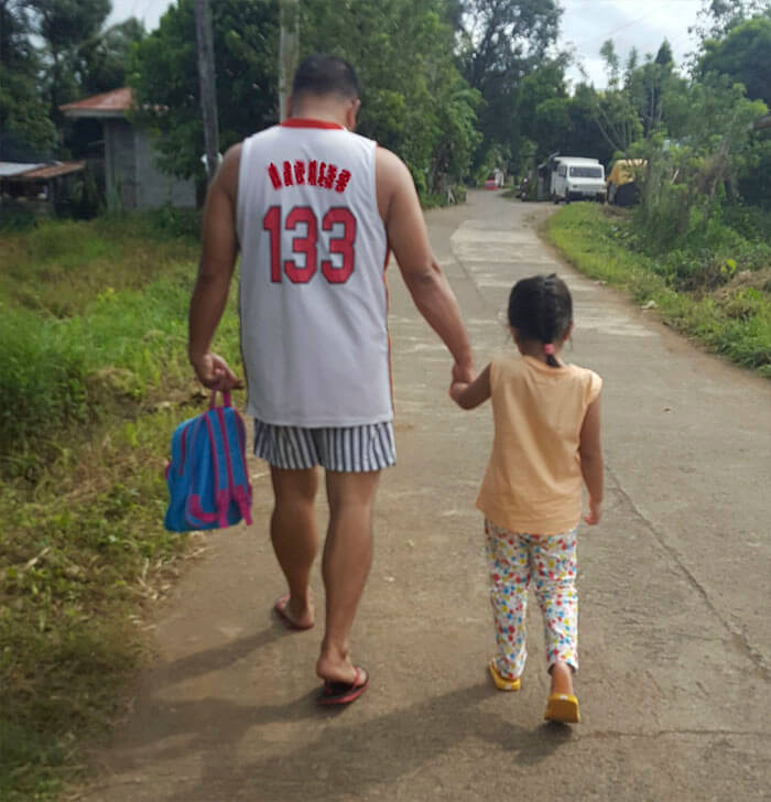 father daughter holding hands pics 11 (1)