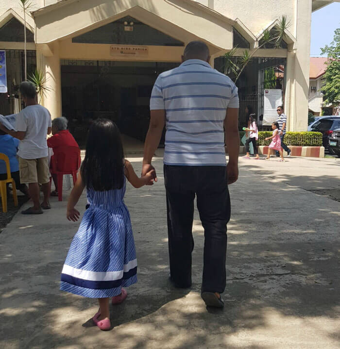 father daughter holding hands pics 13 (1)