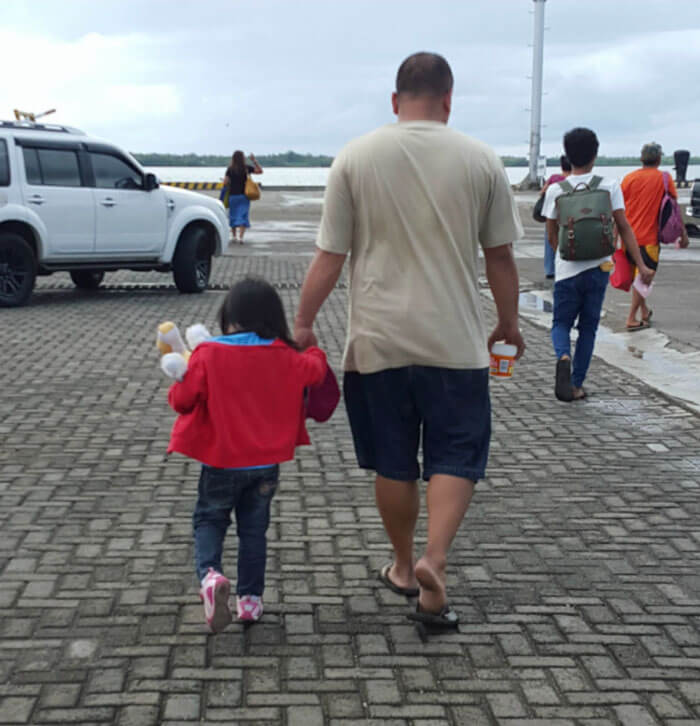 father daughter holding hands pics 6 (1)