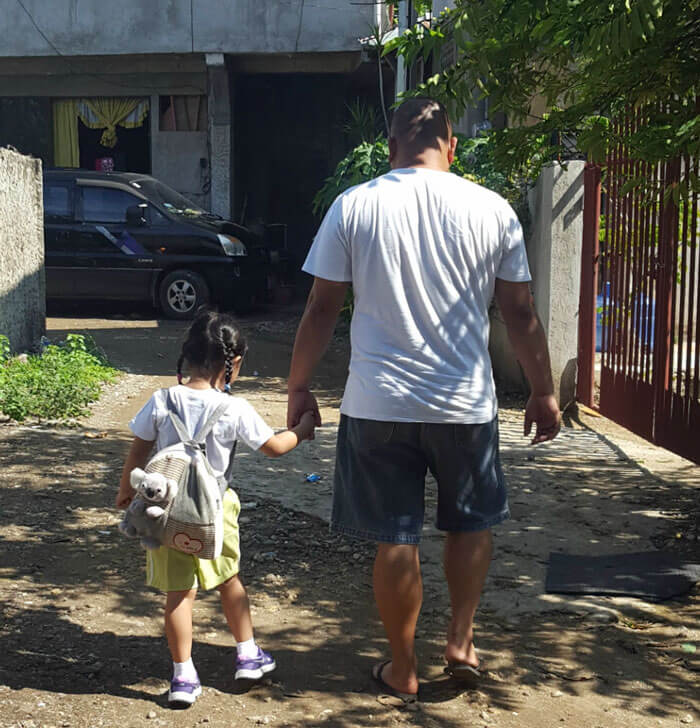 father daughter holding hands pics 9 (1)
