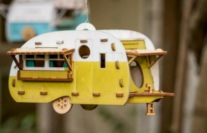 retro birdhouse camper feat (1)