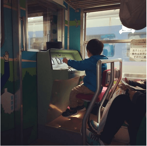 awesome-things-japan-diagonal-place-kids-train