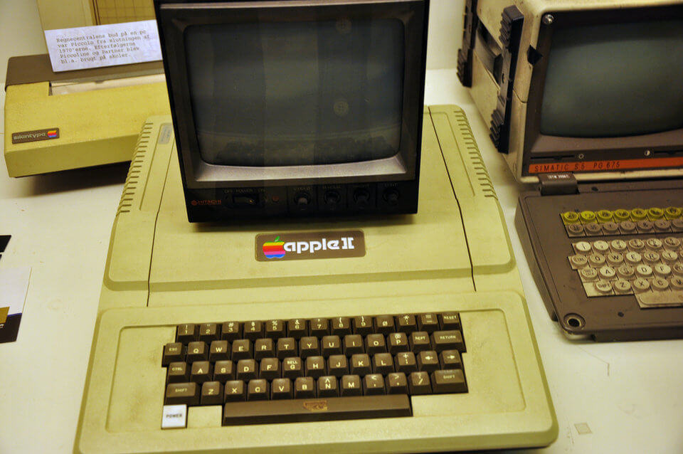 history-of-apple-in-pictures-Apple-2