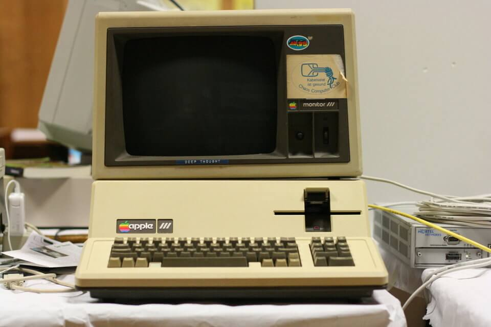 history-of-apple-in-pictures-apple-3