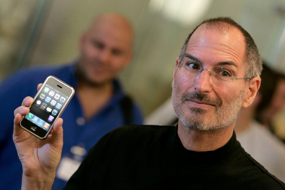 history-of-apple-in-pictures-introduction-of-the-iphone