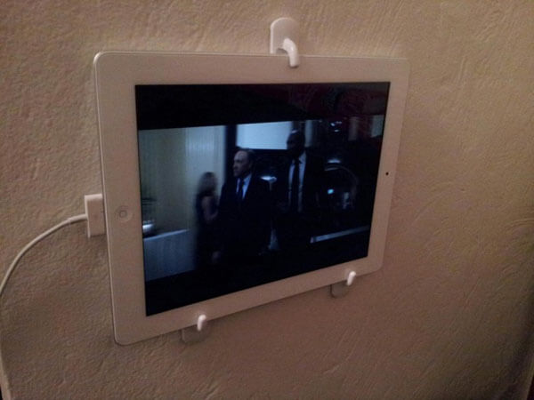 life-hacks-fix-your-tablet-on-wall