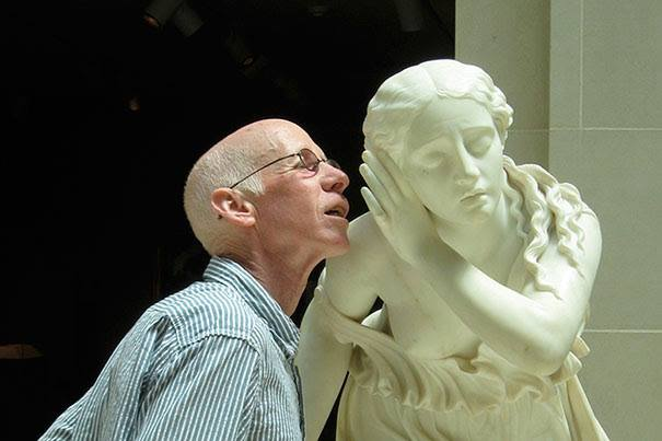 posing-with-sculptures21