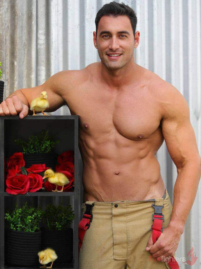 australian-firefighter-pose-with-animals-2019_33
