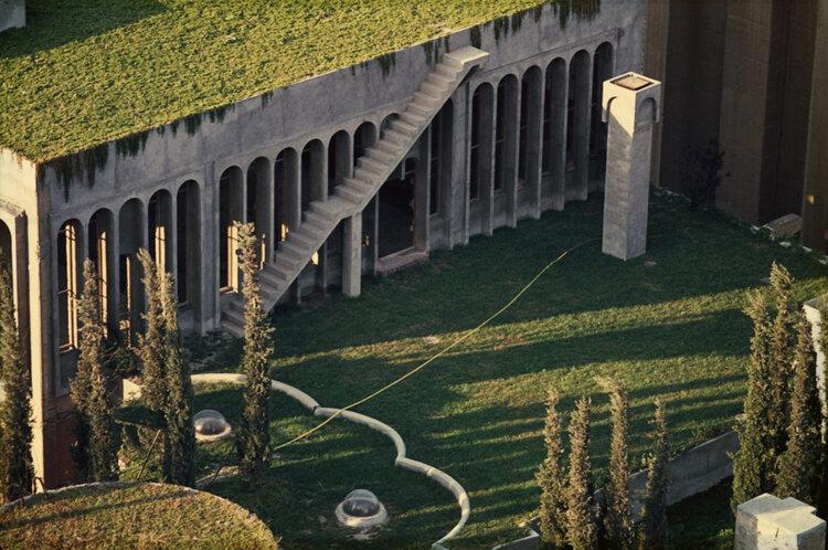 Architect Ricardo Bofill La Fabrica garden